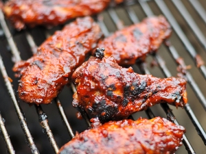 barbecued wings from seriouseats dot com
