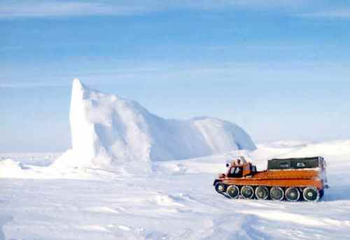Ice_Mass_-_Tractor from northpole-expedition dot com