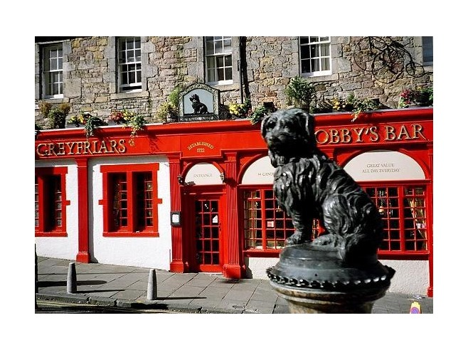 greyfriars bobby statue in edinburgh